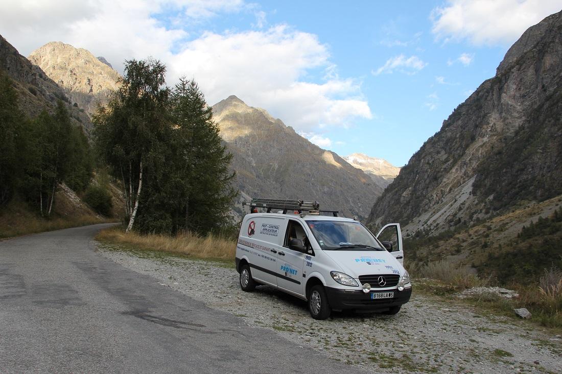 13-vehicule-vito-vu-sur-les-hautes-alpes-a-la-taille